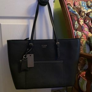 NWT Guess black zippered tote/purse